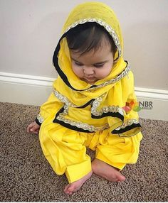 Cute Little Girls Outfits, Cute Girl Dresses, Little Girl Dresses, Baby Dresses, Cute Baby Girl, Cute Babies, Baby Girls, Baby Dress Design, Indian Designer Suits