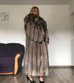 Material: Real Silver Fox Fur Hood Placket Cuff, Rex Rabbit Fur Lining. All of our furs (Fox/mink/rabbit/raccoon/sheep) are from Fur farms, not wild animals. Black Fur Coat, Long Fur Coat, Pink Parka, Chinchilla Coat, Fox Sweater, Fox Coat, Fluffy Coat, Winter Coats Women, Fur Fashion