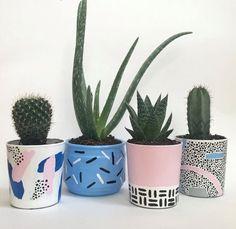 Succulent diy pots etsy ideas for 2019 Pottery Painting, Ceramic Painting, Diy Painting, Painted Plant Pots, Painted Flower Pots, Pots D'argile, Memphis Design, Fleurs Diy, Design Blog