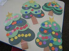 Ideia para aula de artes com temática natal, recorte e colagem, árvores com corações Siga o site: www.aartedeensinareaprender.co...