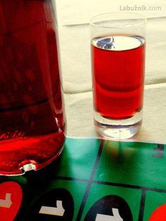 Recept: Snaps z planých trnek 2 na Labužník. Shot Glass, Vodka, Smoothie, Tableware, Alcohol, Dinnerware, Tablewares, Smoothies, Dishes