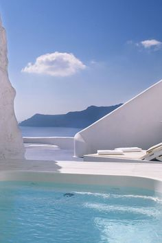 The cave pool at Katikies hotel, overlooking the caldera in Oia. Mykonos, Santorini, Greece Culture, Places To Travel, Places To Go, Cave Pool, Greece Pictures, Greece Holiday, Paisajes