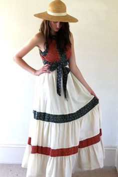 This dress is so comfy and pretty in what seems almost unconventional. Just awesome! Vintage 70's GUNNE SAX Tiered Cotton Dress