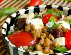 SALATA DE LINTE Kung Pao Chicken, Fruit Salad, Quinoa, Ethnic Recipes, Anna, Food, Bulgur, Essen, Fruit Salads