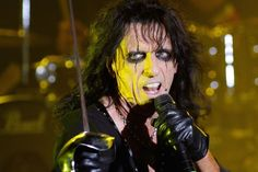 "http://ultimateclassicrock.com/alice-cooper-covers-album.Alice's appearance on Eddie Trunk's radio show, reiterating the album's mission, tribute to all of his ""dead drunk friends"" & describing the way the music started taking shape in the studio, special guests the sessions attracted. ""We started going through the songs of who and what songs it would be,"" . ""We said, 'Oh, yeah. We've gotta do that.'"" Once they got started, the guests ""started showing up and saying, 'Hey, I wanna play on…"