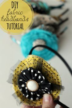 Sewing Fabric Flowers Cute and Inexpensive DIY Fabric Headbands - great gift idea! Flower Headband Tutorial, Fabric Flower Headbands, Kids Headbands, Diy Headband, Fabric Flowers, Diy Flowers, Bow Tutorial, Headband Pattern, Paper Flowers