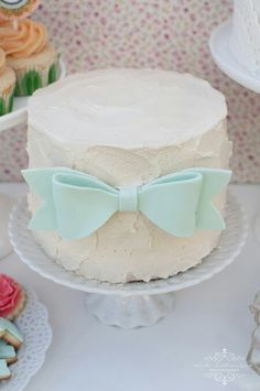 Buttercream cake with mint bow