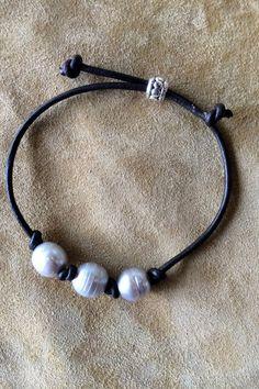 Tahitiian Multi Pearl and Leather Bracelet - jewelry diy bracelets Pearl Jewelry, Wire Jewelry, Jewelry Crafts, Beaded Jewelry, Jewelery, Jewelry Ideas, Geek Jewelry, Gothic Jewelry, Jewelry Accessories