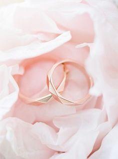 Stunning rose gold wedding rings by Anton Kerecz - Eheringe Expensive Wedding Rings, Modern Wedding Rings, Wedding Rings Rose Gold, Wedding Bands, Wedding Engagement, Antique Engagement Rings, Designer Engagement Rings, Mint Jewelry, Jewelry Accessories
