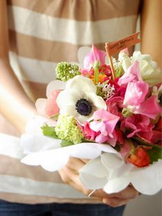 {DIY} HOW TO MAKE A FRENCH HAND-TIED BOUQUET FOR MOTHER'S DAY