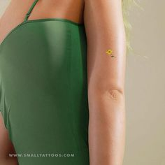 Small yellow flower temporary tattoo by zihee (set of – small tattoos Yellow Flower Tattoos, Birth Flower Tattoos, Flower Tattoo On Side, Flower Tattoo Shoulder, Tricep Tattoos, Foot Tattoos, Small Tattoos, Sunflower Tattoo Sleeve, Sunflower Tattoo Small