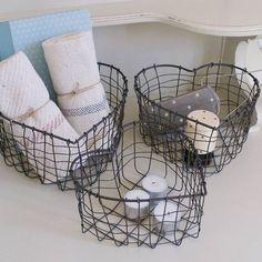 panier de rangement métallique en forme de coeur pour la coiffeuse ou la salle de bain