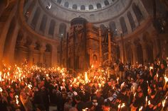 Christian worshippers celebrate Easter's Holy Fire ceremony at Kanisat Al - Qiyamah, Al Quds, Falasteen Pastor David, Holy Saturday, Orthodox Easter, Crucifixion Of Jesus, Religious Architecture, Holy Week, Pictures Of The Week, Holy Land, Pilgrim