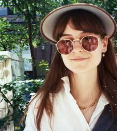 Faye Webster's 'Atlanta Millionaires Club' is a perfect soundtrack for the summer blues. Here, the old talks youth, songwriting, and solitude. Faye Webster, Kinds Of Camera, South By Southwest, Local Events, 22 Years Old, Figure It Out, Me Me Me Song, Country Music, Rock Bands