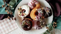 Recipe with video instructions: Yummy, chocolate-dipped cronuts are simpler to make than you might think. Ingredients: 2 sheets puff pastry, 200g pancake mix, 1 egg, 20g butter, 30g sugar, chocolate, melted, (toppings), crushed pistachio, pink peppercorns, gold leaf, dried fruits, freeze-dried raspberries