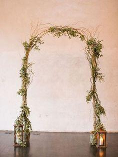 24 Art Deco Wedding Arches And Ceremony Backdrops | HappyWedd.com