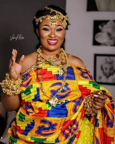 Gorgeous Ghanaian bride wrapped in yellow, orange, blue, red and green kente. She's wearing the adinkra head piece and royal jewellery like the queen she is 👑 Ghana Traditional Wedding, African Traditional Wedding Dress, African Wedding Dress, Wedding Dresses For Girls, Best African Dresses, Latest African Fashion Dresses, African Print Fashion, African Attire, African Clothes