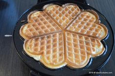 Waffle Iron, Waffles, Deserts, Good Food, Food And Drink, Breakfast, Banana, Morning Coffee, Belgian Waffle Maker