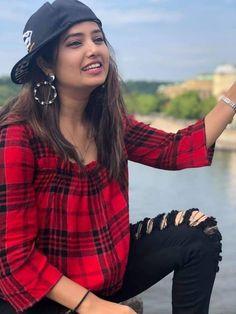 Beauty Full Girl, Beauty Women, Beautiful Indian Actress, Beautiful Women, Daisy Shah, India Beauty, Latest Pics, Indian Actresses, Desi