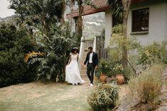 Bali heeft zoveel prachtige locaties dat we niet weten waar te beginnen! Het ja woord geven op het strand, tussen de rijstvelden of in de bergen: het is allemaal mogelijk. Resorts op het strand Bali heeft prachtige resorts waar je het privéstrand kunt huren voor je bruiloft, zoals La Joya in Balangan, het Bali Hyatt in Sanur en het Grand Hyatt Bali in Nusa Dua. Wedding Dresses, Resorts, Jewels, Bride Dresses, Bridal Gowns, Wedding Dressses, Vacation Resorts, Weding Dresses, Dress Wedding
