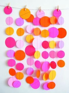 hanging circles decor! going to attempt this but on a much larger scale in my dorm room