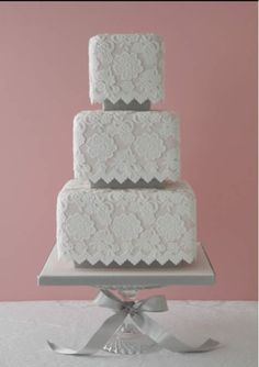 Vintage/Victorian wedding cake - what amazing beauty! LACE ICING! Love this!