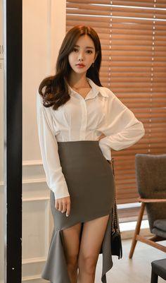 White Shirt Outfits, Hot Outfits, Fashion Outfits, Pretty Asian, Beautiful Asian Women, Cute Japanese Girl, Good Looking Women, Model Photos, Asian Fashion