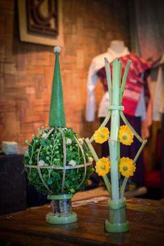 the traditional Thai flower. Flower Garlands, Plant Hanger, Handicraft, Flower Arrangements, Thailand, Culture, Traditional, Christmas Ornaments, Holiday Decor