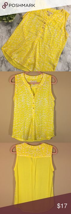 Hanna & Gracie Bright Yellow Sleeveless Top Sz M Very bright, fun spring/summer top from Hanna and Gracie! Front is a silky feel, lightweight polyester material (yellow and white) and back is a basic knit feel solid yellow material. Gold button detail. In great pre-owned condition with some minor wear (some pilling on back knit fabric, see last photo for example) Size Medium with a little stretch. Wear on its own or layer under a blazer or cardigan to dress it up! Hanna & Gracie Tops Blouses