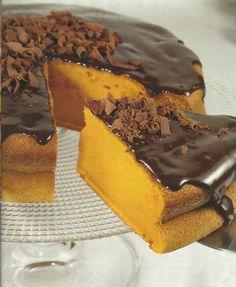 Receita de Bolo de Cenoura com Chocolate -Um bolo espesso e húmido, que tem um sabor magnífico. Veja como fazer esta receita de Bolo de Cenoura com Chocolatede forma simples e apetitosa! Confira a nossa receita e deixe-nos a sua opinião.