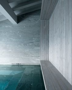 Sexy Ski Lodge (hot tub?) - Stark but well designed