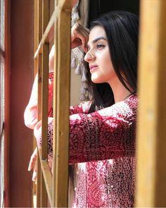 Muslim Couple Photography, Girl Photography Poses, Girl Photo Poses, Girl Poses, Pakistani Actress, Bollywood Actress, Punjabi Fashion, Innocent Girl, Pakistani Dresses Casual