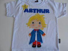 Camiseta de excelente qualidade 100% algodão, com aplicação em tecido de algodão disponiveis em outra cores e tamanhos <br>Personagem do desenho Pequeno Príncipe.