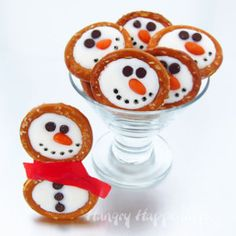 Festive Frosty Snowman Pretzels | TheBestDessertRecipes.com