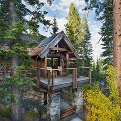 44 rustic balcony decor ideas to show off this season Haus Am See, Log Cabin Homes, Log Cabins, Cabin Decks, Mountain Homes, Mountain Cabins, Cabins And Cottages, Cabins In The Woods, Cabins In The Mountains