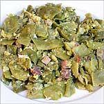 JUDÍAS VERDES CON HUEVO Y JAMÓN  Ingredientes  1 kg Judías verdes 100 gr de jamón serrano en taquitos 1 Cucharada de aceite de oliva 2 Huevos