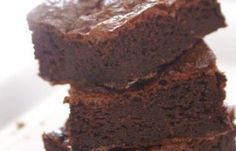 Chocolate Almond Butter Fudge - I am so making this. Healthy Desserts, Just Desserts, Dessert Recipes, Healthy Fudge, Healthy Brownies, Healthy Recipes, Beyond Diet Recipes, Chocolate Peanut Butter Fudge, Fudge Recipes