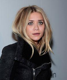 Ashley Olsen: Dark blonde hair with highlights