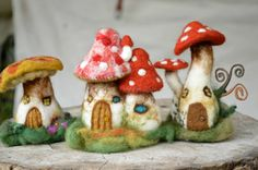 Red mushroom house in felt by Harthicune by Harthicune on Etsy