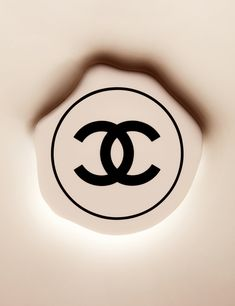 Chanel compact still life photography. Make up, makeup, cosmetics. Luxury goods still life photographer, Josh Caudwell. For product and editorial photography. London, New York, Paris, Milan.