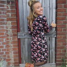 Retroklänning 70-tal Karin, Svart blommig