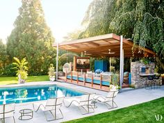 Swimming pool & outdoor cinema room at the home of Robert Downey Jr. Pool Gazebo, Backyard Pool Landscaping, Big Backyard, Backyard Patio Designs, Swimming Pools Backyard, Backyard Cabana, Outdoor Cabana, Lap Pools, Indoor Pools