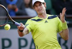 全仏オープンテニス(French Open 2014)、男子シングルス準々決勝。リターンを狙うアンディ・マレー(Andy Murray、2014年6月4日撮影)。(c)AFP=時事/AFPBB News