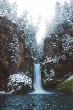 Toketee Falls, Oregon in the Winter x is part of Winter photography nature - Toketee Falls, Oregon in the Winter x Beautiful Waterfalls, Beautiful Landscapes, Mykonos, Santorini, Winter Photography, Nature Photography, Travel Photography, Oregon Nature, Winter Szenen