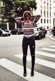 Cool 30 Awesome Casual Street Style for Summer 2017 from http://www.fashionetter.com/2017/04/09/30-awesome-casual-street-style-for-summer-2017/