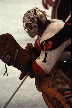 Portland Winterhawks goalie Clint Malarchuk Blackhawks Hockey, Hockey Goalie, Ice Hockey, Hockey Room, Hockey Stuff, Nhl, Portland, Gears, Superhero