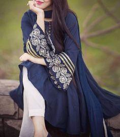 Stylish Dresses For Girls, Stylish Dress Designs, Simple Dresses, Casual Dresses, Fashion Dresses, Baggy Dresses, Stylish Girl, Beautiful Pakistani Dresses, Pakistani Dresses Casual