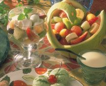Recipes - Honeyed yogurt fruit salad - - Heart and Stroke Foundation of Ontario Fruit Salad With Yogurt, Fruit Salad Recipes, Heart Healthy Desserts, Healthy Sweets, Honey Sauce, Valeur Nutritive, Jus D'orange, Nutrition, Dessert Bowls