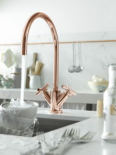 "Classic copper kitchen faucet by Dornbracht (model Cyprum), Design by Sieger Design quote: ""CYPRUM is made of gold and copper and has a very rose-gold superior finish. The name was derived from the Latin word ""Cuprum"" for copper. Küchen Design, Home Design, Design Ideas, Design Projects, Design Trends, Kitchen Interior, New Kitchen, Kitchen White, Neutral Kitchen"