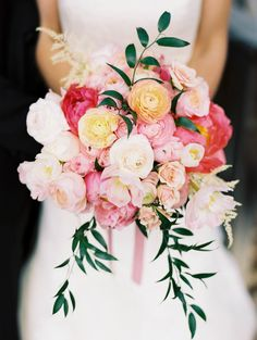 Bouquet with peonies, garden roses and ranunculus by Mandolin Floral. Photo by DeFiore Photography (via Style Me Pretty). Mod Wedding, Floral Wedding, Dream Wedding, Forest Wedding, Garden Wedding, Perfect Wedding, Summer Wedding, Bride Bouquets, Floral Bouquets